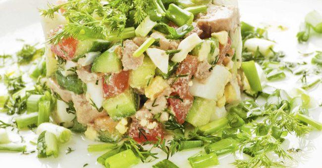 Салат из печени трески с оливками