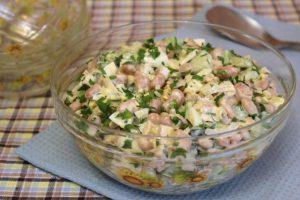 Салат с фасолью и йогуртом