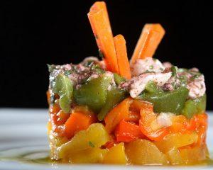 Салат оригинальный из карамельной моркови, киви, пареной тыквы и топинамбура