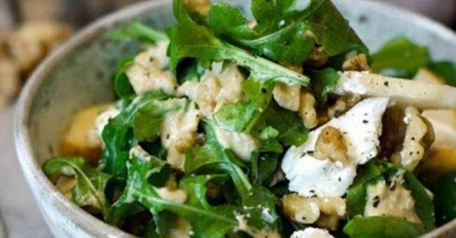 Салат с мягким сыром и грушей